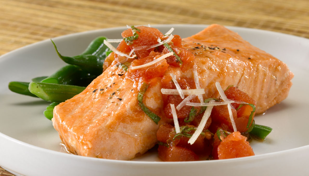 Salmon with mint and tomatoes